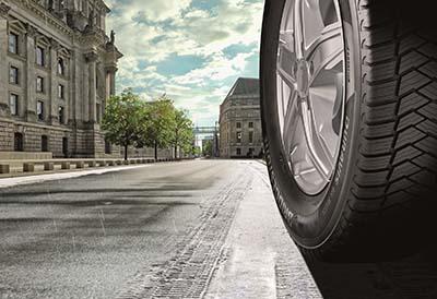 Primer neumático todo tiempo de Bridgestone para furgonetas