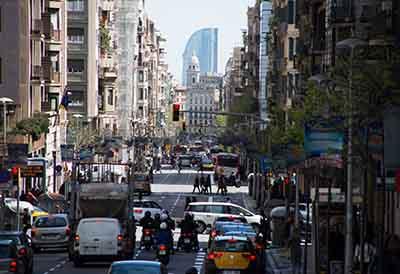 Librotaller permite circular a los vehículos por Barcelona