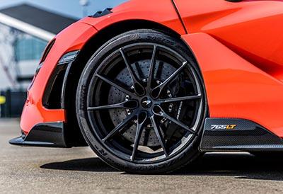 Pirelli desarrolla neumáticos para el McLaren más rápido de la Historia