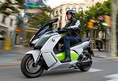 El mercado de vehículos eléctricos cae en noviembre lastrado por las motos