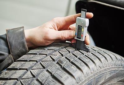 ¿Qué vida útil le queda al neumático y cuándo debo cambiarlo?
