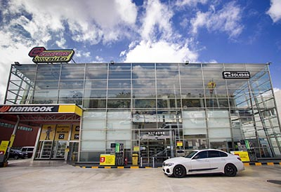 Neumáticos Soledad abre su primer supermercado en Elche